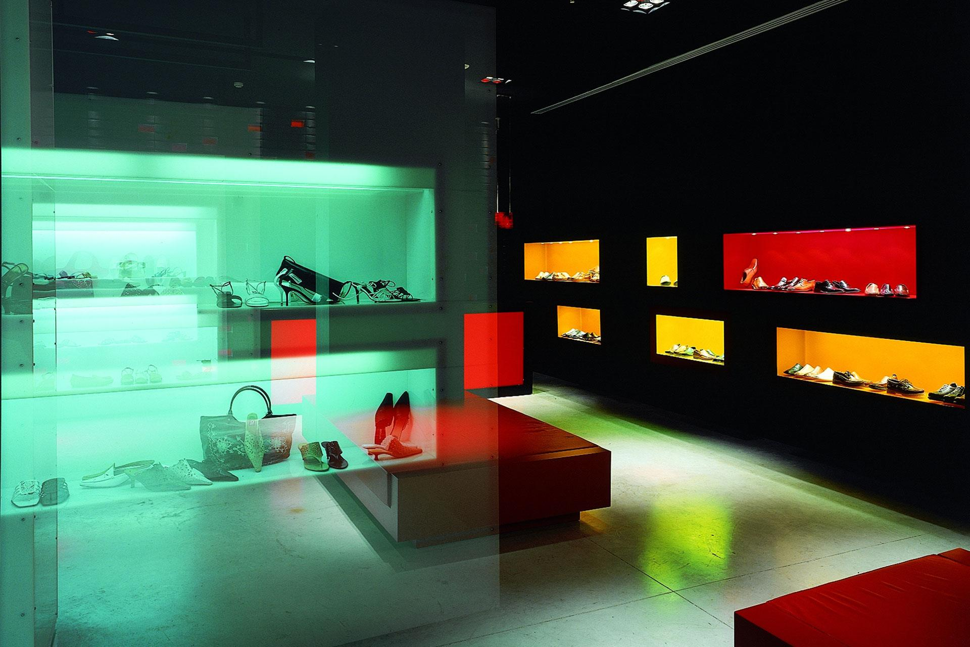 Proyecto de interiorismo para zapatería