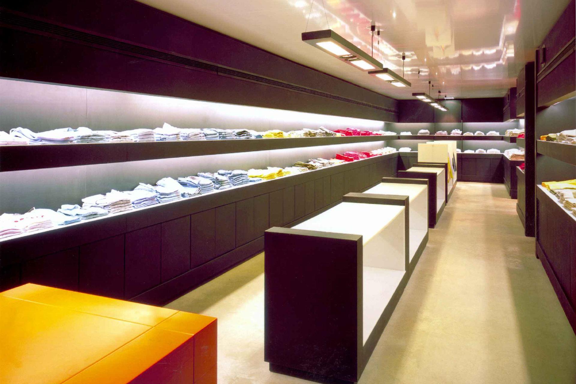 Interiorismo franquicia de tiendas de ropa West